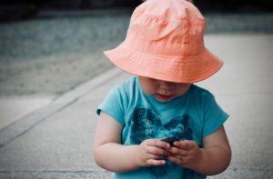 I disturbi dell'umore colpiscono spesso anche i bambini con sintomi depressivi che hanno cause precise e trattabili